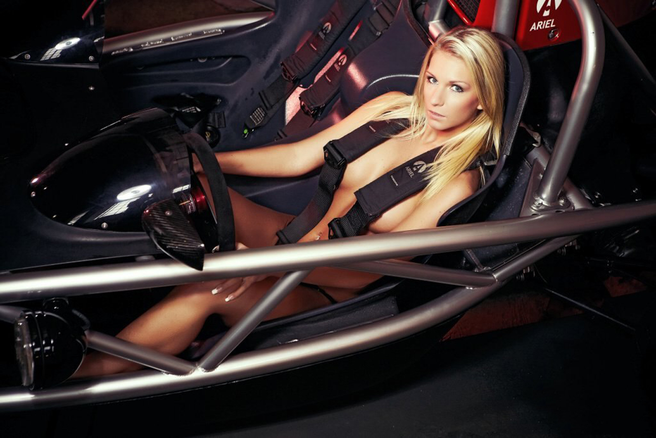 000_ariel_atom_and_girl