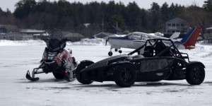 ariel-atom-meets-polaris-snowmobile-in-drace-race-on-ice-strip-video-94367_1
