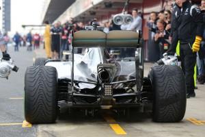 Lewis-Hamilton-Mercedes-Formel-1-Test-Barcelona-22-Februar-2016-fotoshowBigImage-c1a26dab-928486